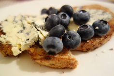 Bread, blue cheese and blueberries Blue Cheese, Blueberries, Cereal, Breakfast, Food, Morning Coffee, Blueberry, Meal, Essen