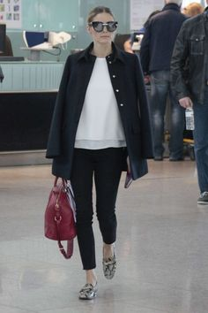 olivia palermo / style / look / fashion / black and white / animal print mocassin / red bag