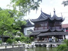 Yuyuan Garden is one of the most ancient structures in Shanghai. It includes a classical garden built around 400 years ago in the Ming Dynasty Shanghai, China Travel, China Trip, Beijing China, Blue Rooms, The Good Place, Singapore, To Go, Wedding Photography