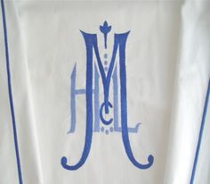 Monogram love.  Totally want to put two tone monograms on everything