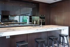 White marbled stone benchtop against dark timber cabinetry designed by Urbane Projects, Perth. Marble Benchtop, Stone Benchtop, Home Design Decor, House Design, Home Decor, Calcutta Marble Kitchen, Layout Design, Shabby, Loft