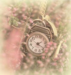 clock neckless
