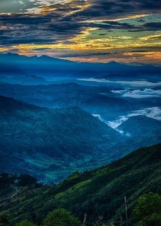 Bagmati, Central Nepal    Sunrise over the Himalayas (by alangrainger)