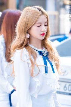 ꒰ sally ✩ gugudan ꒱ Extended Play, South Korean Girls, Korean Girl Groups, Jellyfish Entertainment, Sistar, Female Stars, Korean Artist, The Little Mermaid, Girl Pictures