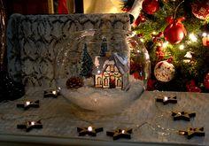 Casita navideña, guirnalda estrellas con luz, Arbol de navidad. Christmas house, garland star light, christmas tree, christmas lights.