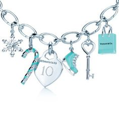 Return to Tiffany Bracelet. Happiness is in a Tiffany Blue Heart! Silver Charm Bracelet, Charm Bracelets, Silver Bracelets, Bangles, Do It Yourself Jewelry, Louis Vuitton, Glamour, Look At You, Fashion Lookbook