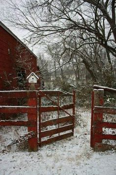 winter scene: old barn weathered red farm fence Love this photo Farm Barn, Old Farm, Country Barns, Country Life, Country Living, Country Roads, Decoupage Vintage, Country Scenes, Red Barns