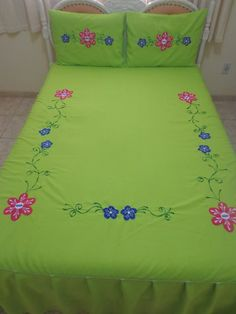 Basic Embroidery Stitches, Embroidery Flowers Pattern, Hand Embroidery Designs, Bed Cover Design, Fabric Paint Designs, Hand Painted Dress, Step By Step Painting, Bed Covers, Fabric Painting