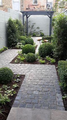 Small Courtyard Gardens, Small Backyard Gardens, Backyard Garden Design, Diy Garden, Small Garden Design, Small Gardens, Garden Paths, Garden Cottage, Patio Gardens