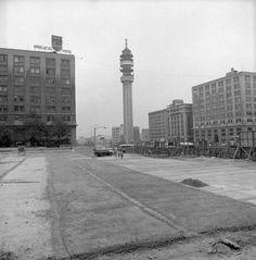 Torre Entel terminada y Plaza Bulnes en reconstrucción en el año 1975.