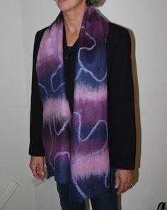 Een sjaal gevilt van 100% merinowol.