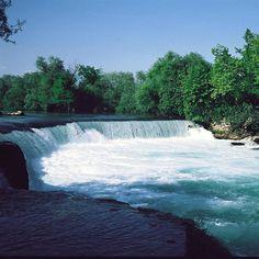 Antalya'nın Manavgat ilçesinde yer alan Manavgat şelalesi ırmak sularının yaklaşık 4 metrelik falezden dökülmesi ile oluşuyor. Görsel : @_tursab_ #kivi #kiviturizmkalkinmaplani #tourism #developmentplan #waterfall #cascada #wasserfall #ManavgatWaterfall #ManavgatRiver #Antalya #Turkey #paisagem #paisajístico #paysage #paisagismo