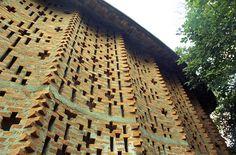 trivandrum - CDS 15 - undulating wall by Doctor Casino, via Flickr