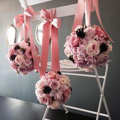 예쁜 의자를 사야겠다 #플라워볼#볼부케#포맨더#일산플라워레슨#일산플라워클래스#일산꽃집#플로리#flowerball#ballbouquet#pomander#flowerclass#flowerstudio#FLEURI