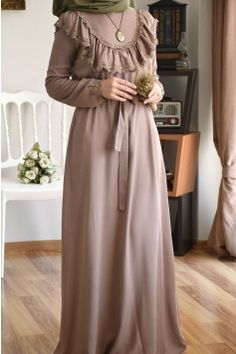 Modest Hijab Fashion Inspiration - Another! Muslim Fashion, Modest Fashion, Fashion Clothes, Fashion Dresses, Hijab Fashion Inspiration, Mode Inspiration, Modest Dresses, Modest Outfits, Mode Abaya