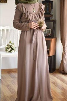 Modest Hijab Fashion Inspiration - Another! Abaya Fashion, Muslim Fashion, Modest Fashion, Fashion Clothes, Fashion Dresses, Hijab Fashion Inspiration, Mode Inspiration, Modest Dresses, Modest Outfits