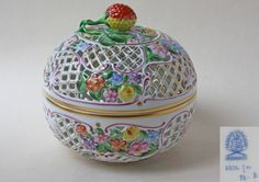 HEREND, HUNGARY LARGE HANDPAINTED ROUND POMANDER / BONBONNIERE