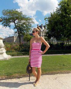 ピンクのボーダーのベアトップワンピースはデイリー使いにも◎大人可愛く着こなすベアトップコーデ♪参考にしたいスタイル・ファッション☆