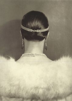 Carlotta Monterey, wearing a diamond head bandeau by Cartier by Edward Steichen, 1924 Edward Steichen, Vintage Glamour, Vintage Beauty, Vintage Fashion, 1930s Fashion, Cartier, Belle Epoque, Vintage Photography, Fashion Photography