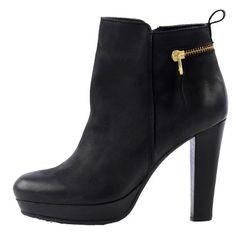 Bottines modernes pour une tenue frappante! Dès 119,99€ ici: http://stylefru.it/s935163 #noir #bottines #modecuir