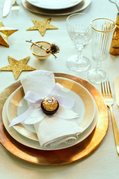 Christmas Decorations Dinner Table, Christmas Table Settings, New Years Decorations, Christmas Tablescapes, Decoration Table, Happy Merry Christmas, Christmas Love, Christmas And New Year, Deco Table Noel