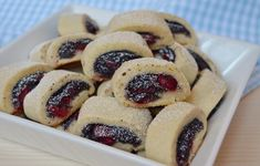 Sugar cookie roll with sour cherry and poppyseed - recipe in Hungarian Hungarian Cake, Hungarian Recipes, Czech Recipes, Ethnic Recipes, Poppy Cake, Sour Cherry, Something Sweet, Cheesecake, Food And Drink