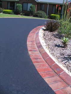 Driveway Landscaping: A Good Idea for Exterior Designs Landscaping: Lovely Farmh… Driveway Border, Brick Driveway, Asphalt Driveway, Driveway Entrance, Tarmac Driveways, Concrete Driveways, Walkways, Blacktop Driveway, Brick Edging