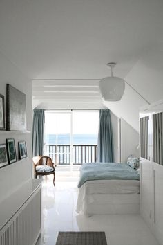 Homestory Charlotte Lynggaard – Ein Haus am Meer – SI Style Homestory Charlotte Lynggaard – A house by the sea – SI Style Beach House Decor, Bedroom Interior, Hamptons House, House Styles, Interiors Dream, Interior Architect, Beach House Bedroom, Home And Living, Interior Design Bedroom