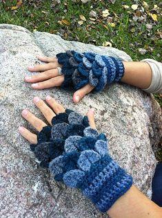 Crochet Crocodile-Stitch Gloves 2 Pattern by PenelopeRaeCrochet