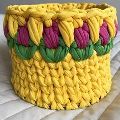 Прекрасная корзинка с тюльпанами  Получилась очень солнечной и летней ☀️ Основа - деревянное донышко. Размеры: диаметр 15 см, высота 11 см. Стоимость: 600₽