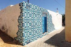 """""""Buenos días! En el último post del blog de #luanord, arte en la calle, grafitis que simulan baldosas hidráulicas www.luanord.com"""""""