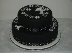 Bolo de casamento combinando com decoração preto e branco