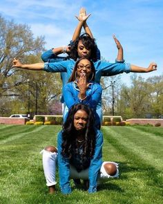 💕💚✊🏾 University of Louisville, Beta Epsilon, Fall Aka Sorority, Sorority Life, Sorority And Fraternity, Sorority Girl Style, Sorority Outfits, Bob Marley, 7 Natural Wonders, Graduation Picture Poses, University Of Louisville