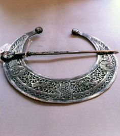 Tunisia | Silver fibula from Medenine | Est. 300 - 400€ ~ (Nov '12)