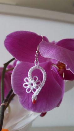 Cuore al chiacchierino ad ago - Heart tatting needle Tatting Earrings, Tatting Jewelry, Beaded Jewelry, Crochet Earrings, Needle Tatting, Crochet Accessories, Heart Earrings, Handicraft, Needlework