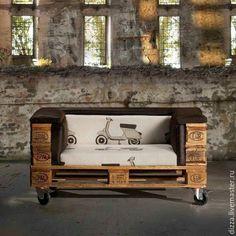 Купить Диван из паллет на колесах - разноцветный, мебель из дерева, мебель из сосны, мебель из массива