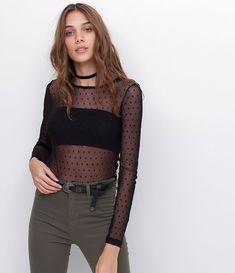 É só mudar a estação do ano e começam a surgir novas cores na cartela de opções dos looks. E uma das que sempre aparecem nos meus looks de outono e inverno é esse tom lindo de vinho, burgundy, marsala, enfim, essa cor maravilhosa que é uma das minhas prediletas. Amo misturar com preto e Continue Reading Lace Outfit, My Outfit, Indie Fashion, Fashion Outfits, Womens Fashion, Estilo Indie, Lace Up Skirt, Summer Outfits, Cute Outfits