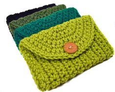 This hand crocheted pouch is the perfect size to give you optimum versatility. Use it to securely store your cell phone, cash/credit cards, ideen PATTERN Wallet / iPod / Cell Phone / iPhone Case Crochet Pouch, Crochet Diy, Crochet Gifts, Crochet Bags, Knitted Bags, Mobiles En Crochet, Crochet Mobile, Crochet Handbags, Crochet Purses