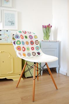 Eames DSW with quilt
