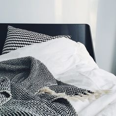 This bed sleeps perfect & looks the same way. I love it. Auping Essential.    Instagram photo by @everdje via ink361.com