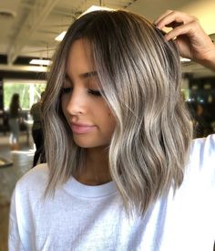 Are you going to balayage hair for the first time and know nothing about this technique? We've gathered everything you need to know about balayage, check! Medium Hair Styles, Curly Hair Styles, Medium Short Hair, Medium Long, Balayage Hair Blonde, Balayage Hairstyle, Ash Brown Balayage, Balayage Hair Ash, Short Balayage