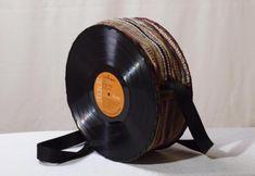 bolso con discos de vinilo  discos de vinilo,tejido,cremallera y cinta cosido a mano