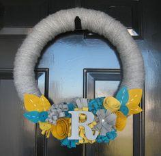 Yarn wreath and felt flowers