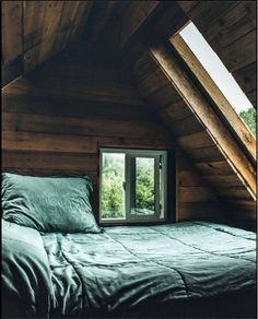 80 Creative Cool Small Bedroom Decorating Ideas - Bedroom With A View I Home Decor Inspo Schlafzimmer Dream Rooms, Dream Bedroom, A Frame House, Attic Rooms, Attic Loft, Attic Library, Attic Ladder, Attic House, Attic Playroom