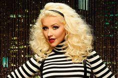 Christina Aguilera se emociona em visita ao Equador