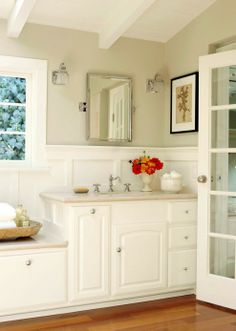 .im always drawn back to the whites, I would love to try and do my home in all whites with splashes of color