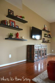 How to fill up empty wall space around  theTV with floating shelves on www.whatsurhomestory.com
