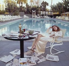 faye dunaway having breakfast by the pool at chateau marmont the morning after the oscars in 1977