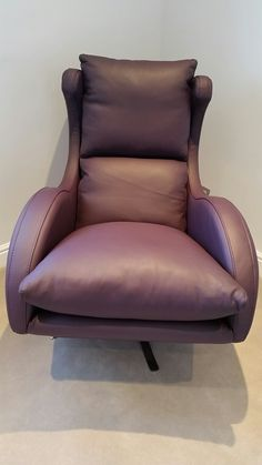 Leather (Cirevo - berenjena) contemporary swivel armchair.