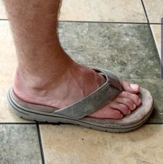 Mens Flip Flops, Male Feet, Mode Masculine, Looking For Women, Barefoot, Footwear, Calm, Boys, Clothes